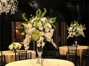 CENTERPIECE_WEDDING_PERLA_FARMS_ROSES_HYDRANGEAS_BELLS_OF_IRELAND_ORCHIDS